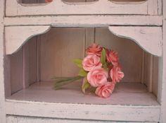 Ramo de rosas de papel.