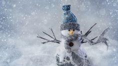 Скачать обои снег, горы, природа, зима, рождество, деревья, новый год, дом, снегови, пейзаж, раздел новый год в разрешении 1366x768
