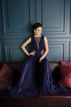 Go glam or go home. Turn to Rabani & Rakha to make an unabashed statement.  #themallatoaktree #fashion #instadaily #instalike #style #ootd #instafashion #musthave #shopping #shopoline #indianfashion #indianwedding #celebritystyle #indianwear #asianfashion #desifashion #bridesmaid #igers #newyork #nyc #newyorkfashion #trunkshow #fashiondiaries #fashiongram #festive #couture #lookbook Rimple And Harpreet Narula, Asian Fashion, Indian Wear, New York Fashion, Festive, Celebrity Style, Nyc, Ootd, Bridesmaid
