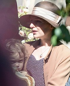 Downton Abbey Season 5: Lady Edith and her daughter Marigold