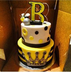 Beyonce Cake For OTR Tour HBO Bee Birthday Cake, Themed Birthday Cakes, Themed Cakes, Beyonce Party, Beyonce Birthday, Bee Cakes, Fondant Cakes, Baileys Cake, Party On Garth