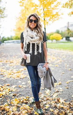 Rainy Days Boots Fall Streetstyle Inspo by Hello Fashion - Daily Fashion Outfits Duck Boots Outfit, Outfit Jeans, Hello Fashion Blog, Fashion Bloggers, Fall Winter Outfits, Autumn Winter Fashion, Fall Fashion, Sporty Fashion, Outfits