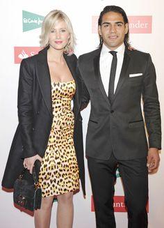 El jugador colombiano del Atlético de Madrid Radamel Falcao junto a su novia, Lorelei Tarón, en la VI edición de los Premios AS del deporte #futbolistas #famosos