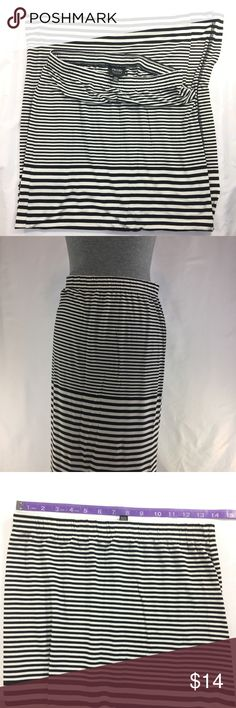 Nicole Miller Women's Skirt Size M Condition of the item: Preowned, good condition  Color: Black, white striped Size: M Material: 95% Rayon  Care Instructions: Machine wash cold Line dry Nicole by Nicole Miller Skirts A-Line or Full