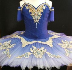 This professional tutu is a real work of art. Made exclusively for Dancewear by Patricia by a famous Japanese ballet designer, this tutu is suitable for most ballets of the classical repertoire; The S