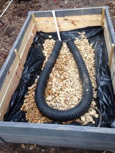 Bed Wicking Garden Picture of Build the water containment system.Picture of Build the water containment system. Raised Vegetable Gardens, Veg Garden, Garden Boxes, Garden Planters, Vegetable Gardening, Garden Shrubs, Raised Bed Gardens, Kitchen Gardening, Tower Garden