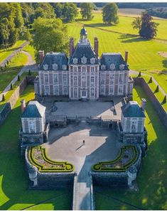 versaillesadness: Another stunning view of the Chateau de Balleroy Big Beautiful Houses, Beautiful Castles, Beautiful Places, Region Normandie, Castle Pictures, Hello France, French Architecture, Castle House, French Chateau