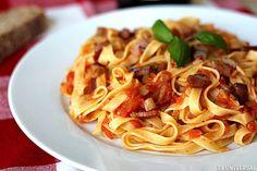 """En Italia se declaró """"la guerra del ajo""""  ¿La salsa amatriciana lleva ajo o no? Esa es la pregunta que ha enfrentado a conocedores de la pasta italiana.  (Foto Cortesía)"""