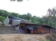 Isla de Nias (Sumatra) / design-build +Info: http://www.design-build.at/index.php?id=74&L=1%/ina/pariwisata/\\\\\\\\\\\\\\\%27