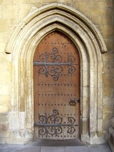 Entry Gate - Reifenstein Castle 14th Century Italy.  Love a castle door.