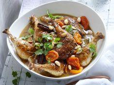 Découvrez la recette Tajine poulet, abricot et amandes sur cuisineactuelle.fr.