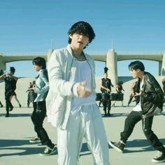 Kim Taehyung Funny, Bts Taehyung, Bts Bangtan Boy, Bts Jimin, Foto Bts, Bts Photo, Manifesto Film, V Bts Cute, Bts Dancing