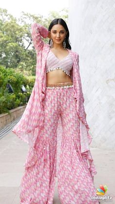 Picture # 64917 of Kiara Advani with high quality pics,images,pictures and photos. Dress Indian Style, Indian Fashion Dresses, Indian Designer Outfits, Fashion Outfits, Indian Fashion Trends, Indian Gowns, Bollywood Outfits, Bollywood Fashion, Bollywood Actress