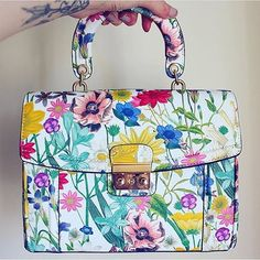 Blooms that make our hearts go boom! Tap on the link in our bio to shop our Iris satchel -your spring must-have.  #regram @iamnicrose #accesorize #HelloSpring #bag #floral #floralprint #blooms #satchel