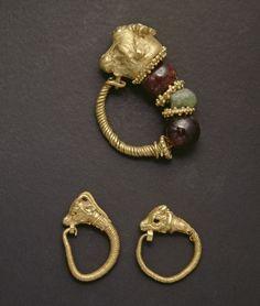 Tribal Jewelry, Jewelry Art, Gold Jewelry, Medieval Jewelry, Ancient Jewelry, Ancient Greek, Ancient Art, Antique Jewellery, Vintage Jewelry