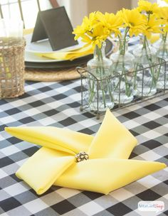 How to Fold Napkins Into Pinwheels These black and yellow table decoration ideas are so pretty. This color scheme works for a casual summer party or an elegant wedding. And aren't those pinwheel shaped napkins so fancy and festive? Summer Table Decorations, Decoration Table, Pinwheel Decorations, Table Centerpieces, Yellow Table, Black Table, Bbq Party, Deco Table, Paper Napkins