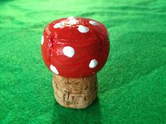 Champagne Cork Fairy Toadstool: How cute is this toadstool cork? So simple, but so fun for fairy creations. Check out how to make a toadstool from a cork. Champagne Cork Crafts, Champagne Corks, Mushroom Crafts, Fairy Tree, Fairy Village, Fairy Crafts, Kids Garden Crafts, Cute Fairy, Fairy Birthday