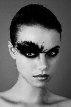 Black Halloween Makeup Ideas To Explore Your Darkest Side Halloween costume idea-Black swan makeup - Das schönste Make-up Makeup Inspo, Makeup Art, Makeup Inspiration, Eye Makeup, Makeup Ideas, Bird Makeup, Makeup Trends, Makeup Eyebrows, Makeup Style