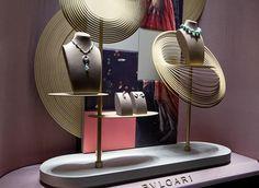 Spirali - Bulgari 2012 on Behance Jewellery Shop Design, Jewellery Display, Pop Design, Display Design, Showroom Interior Design, Window Fitting, Elegant Living Room, Jewelry Showcases, Store Windows