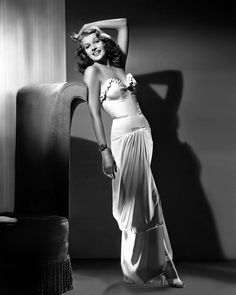 regram @la_ventana_indiscreta #ritahayworth