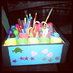 Een leuk pennenbakje voor je kids gemaakt van toiletrollen