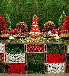 Aniversario de 1 ano. Tema: Branca de Neve. Decoração Graziella Beltrão. Mais fotos: http://babies.constancezahn.com/aniversario-da-branca-de-neve/#.UZD-eARvZe8.facebook