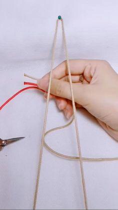 Diy Bracelets Video, Diy Friendship Bracelets Tutorial, Diy Bracelets Patterns, Handmade Jewelry Tutorials, Diy Crafts Jewelry, Bracelet Crafts, Diy Leather Bracelet, Diy Gifts, Knots