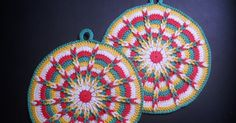 Een leuk haakwerkje.. deze pannen-lappen Hier vind je het patroon! Met een mooi reliëf-steekje.. Kijk maar hoe ik di...