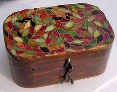 Wooden box with Fall leaves (stained glass). I tried to brush into the surface… Tile Crafts, Mosaic Crafts, Mosaic Projects, Mosaic Tray, Mosaic Glass, Mosaic Tiles, Painted Wooden Boxes, Small Wooden Boxes, Fused Glass Art