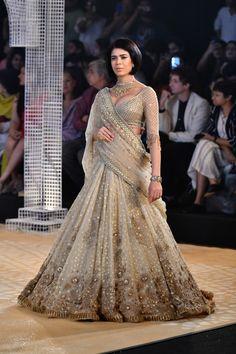 Tarun Tahiliani ICW 2018 collection has phenomenal red bridal lehengas along with fusion wear sarees. Also see under lakh Tarun Tahiliani Lehengas. Designer Bridal Lehenga, Latest Bridal Lehenga Designs, Bridal Lehenga Choli, Indian Wedding Gowns, Indian Bridal Outfits, Indian Dresses, Bridal Dresses, Flapper Dresses, Indian Lehenga