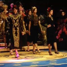 A Vogue veio a Itália assistir ao desfile de Alta Moda da @dolcegabbana  veja todas as imagens da coleção brevemente em Vogue.pt  #vogueportugal #altamoda  via VOGUE PORTUGAL MAGAZINE OFFICIAL INSTAGRAM - Fashion Campaigns  Haute Couture  Advertising  Editorial Photography  Magazine Cover Designs  Supermodels  Runway Models