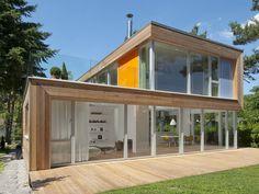 Traumhaus aus Holz und Glas: Schwerelose Architektur, bodenständige Materialien.