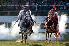 Cavalhadas revivem batalhas medievais e animam festejos em Pirenópolis (Foto: © Haroldo Castro/Época)