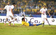 Fred, assim como na final da Copa das Confederações, fez gol deitado (Foto: Marcos Ribolli / Globoesporte.com)