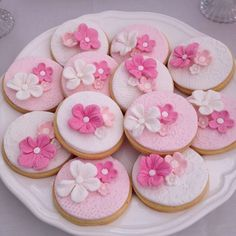 Shabby Chic Pink Flower Cookies on We Heart It Fancy Cookies, Iced Cookies, Cute Cookies, Sugar Cookies, Fondant Cookies, Cupcake Cookies, Flower Cookies, Blossom Cookies, Wedding Cookies