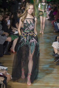 Elie Saab Spring 2018 Ready-to-Wear Collection Photos - Vogue