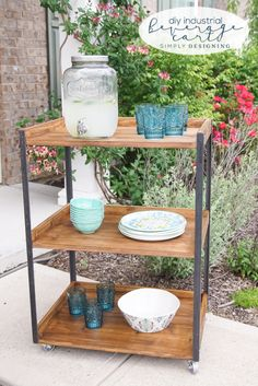 DIY Industrial Beverage Cart - this outdoor beverage cart is simple to make and perfectly industrial and rustic // Free plans // photo instructions Industrial Interior Design, Industrial House, Industrial Farmhouse, Industrial Furniture, Industrial Style, Drink Cart, Beverage Cart, Do It Yourself Furniture, Diy Furniture