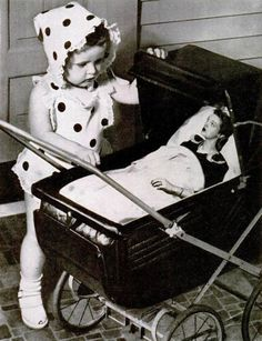Time for another giant baby… Johnson's Baby Powder ad, 1945