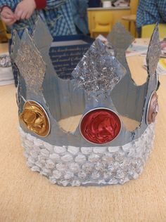 king crown - castle princess knight craft for kids Summer Camp Crafts, Camping Crafts, Diy For Kids, Crafts For Kids, King Craft, Castle Crafts, Fairy Tale Crafts, Crown Crafts, Jewish Crafts