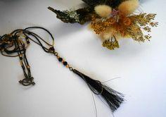 Collier tres long, perles @Miyuki et pompon crin de cheval via Un P'tit Crin de Folie. Click on the image to see more!