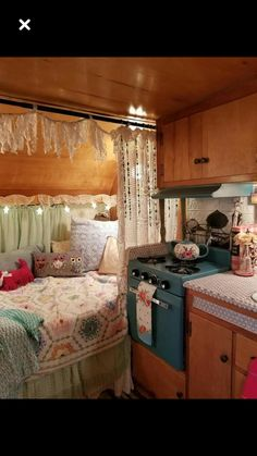 Flawless 16 Amazing RV Camper Vintage Interior Design There are numerous sorts of RV trailers in the market. After buying a vintage trailer, make sure you receive it fully insured. Rv Interior, Interior Trailer, Interior Ideas, Retro Campers, Vintage Campers, Rv Campers, Happy Campers, Camper Life, Vintage Motorhome