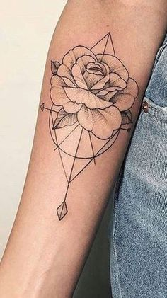 Vintage Rose Outline Geometric Arrow Arm Tattoo Ideas for Women - ideas geométr. - Vintage Rose Outline Geometric Arrow Arm Tattoo Ideas for Women – ideas geométricas del tatuaje - Delicate Flower Tattoo, Simple Rose Tattoo, Flower Tattoo On Side, Flower Tattoo Drawings, Trendy Tattoos, Small Tattoos, Tattoo Arm Frau, Wrist Tattoo, Rose Outline