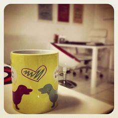 Caneca A cara de um o focinho do outro + Basset + Yellow + Loja Mosaico de Ideias - Instagram photo by @mosaicodeideias