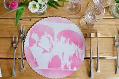 Platzsets in Pink mit Spray Motiv als Platzteller für die Hochzeit