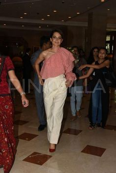 Photos: Kangana Ranaut looks stylish as she promotes Simran