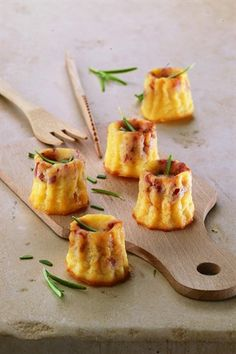 Savoury Cannelés Canapés (replace ham with smoked cheese) Tapas, Fingers Food, Appetisers, Creative Food, Food Inspiration, Appetizer Recipes, Food Photography, Food Porn, Food And Drink