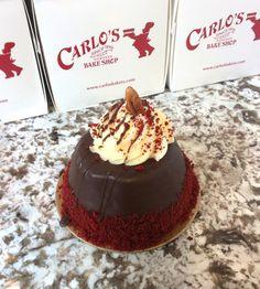 Enjoy a bite of red velvet with our mini red velvet cake! #carlosbakery