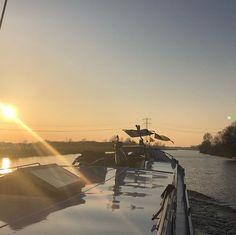 Onderweg van Eemskanaal Groningen naar het Bergummermeer nog klein stukje varen met deze mooie lucht in Monniketille.   #houseboat #houseboats #varendwoonschip #woonschip  #wonenophetwater #binnenvaart #myinterior #ship #vessel #maritime #maritiem #meerval #aanboord #dreamdaredo #luxemotor #inlandshipping #sailing #wayofliving #bergummermeer Sailing, Candle