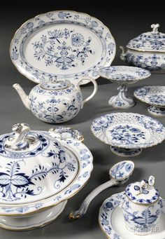 Extensive Meissen Blue Onion Pattern Porcelain Dinner Service
