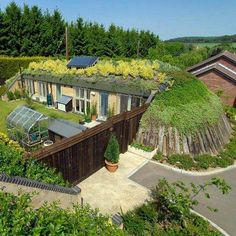 Michael Reynolds' Earthship Biotecture is a sustainable green building design that creates its own electricity, potable water, sustainable food production. Sea Container Homes, Building A Container Home, Shipping Container Homes, Earth Sheltered Homes, Sheltered Housing, Building Structure, Green Building, Maison Earthship, Build A Playhouse